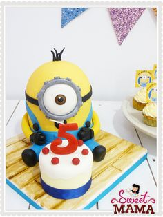 3D Minion Cake. www.sweetmama.es
