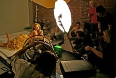 How Annie Leibovitz uses the boom pole for lighting.
