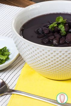 A guatemalan staple, the Black Bean Soup is a filling meal that you can serve any time of day. And, making it in a slow cooker, makes it a breeze to prep! Bean Recipes, Gourmet Recipes, Healthy Recipes, Healthy Food, Black Bean Soup, Black Beans, Guatamalan Recipes, Pinto Bean Soup, Fried Pork Belly