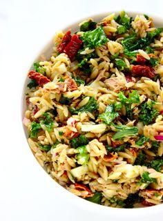 Włoska sałatka z tuńczykiem i makaronem orzo | Słodkie Gotowanie Diet Recipes, Healthy Recipes, Diy Food, Fried Rice, Pasta Salad, Food Porn, Food And Drink, Yummy Food, Lunch