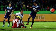 Selamat malam Mas bro dan Mbak sis… Kabar duka kembali menerpa sepak bola Indonesia. Kiper senior Arema FC Achmad Kurniawan dikabarkan meninggal dunia, Selasa (10/1/2017). Sebelumnya, kakak k…