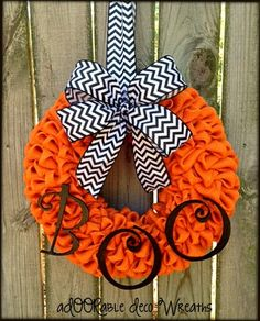 Orange Burlap Halloween Wreath.. I think I'm going to make this :)