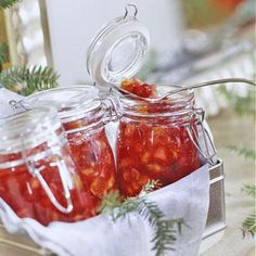 Crimson Cranberry Chutney This pretty gift-in-a-jar will be a welcome accompaniment to holiday meats. The season's best recipes are the ones that double as gifts--especially when you pair them with clever packaging ideas. Edible Christmas Gifts, Edible Gifts, Christmas Ideas, Christmas Star, Handmade Christmas, Christmas Cookies, Cranberry Chutney, Ginger Chutney, Apple Chutney