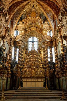 15 Must-Do's That Guarantee Your Best Porto Moments: Enter the rush of gold inside Altar de la Church of São Francisco. Visit Portugal, Spain And Portugal, Lisbon Portugal, Fatima Portugal, Iglesia San Francisco, Portugal Travel Guide, Portuguese Culture, Destinations, Scenic Photography