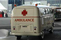 Ambulance T1 Volkswagen Bus, Vw Camper, Vw T1 Samba, Vw Logo, Police, Combi Vw, Vintage Vans, Emergency Vehicles, Busses