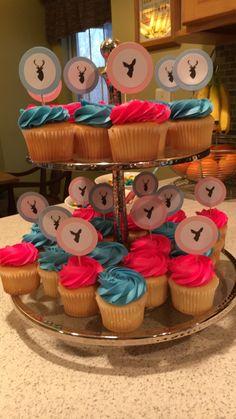 Buck or doe gender reveal cupcakes