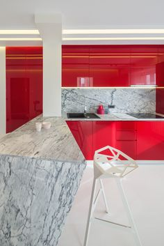 minimalist kitchen with marble countertop, fronts from glossy MDF in marsala color, push-to-open systems for doors orders/price offers at: office Minimalist Apartment, Minimalist Kitchen, Marble Countertops, Marsala, Kitchen Dining, Doors, Furniture, Home Decor, Minimalistic Kitchen