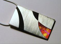 Bartl Dóra: Nyakék, ezüst, akrilüveg