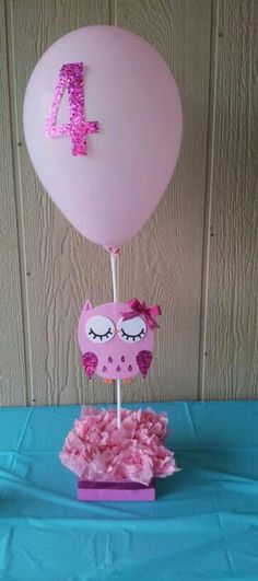Owl birthday theme centerpieces Needed: Tissue gift paper Any left over crafting paper Ribbon (for bow) Foam paper for owl and eyes Balloon holders (mainly find them in party stores) Glue gun Owl Themed Parties, Owl Parties, Owl Birthday Parties, Birthday Celebration, Second Birthday Ideas, Baby First Birthday, 70th Birthday, Owl Centerpieces, Birthday Centerpieces