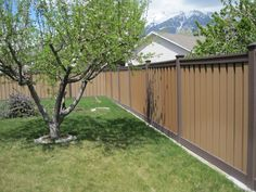 Want your fence in a two tone? an appealing option with Trex! Trex Fencing, Composite Fencing, Fence, Curb Appeal, Backyard, Landscape, Outdoor Decor, Home Decor, Homemade Home Decor