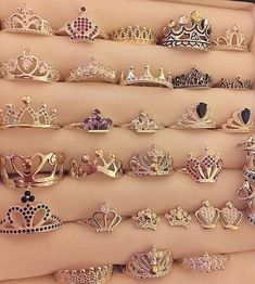 We all deserve a crown ring Cute Jewelry, Jewelry Rings, Jewelry Box, Jewelery, Jewelry Accessories, Silver Jewelry, Tiara Ring, Ring Verlobung, Ring Necklace