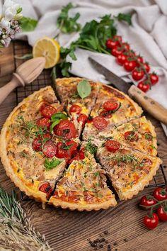 Thunfisch Tomaten Tarte, Tarte Rezept, Tarte Rezept herzhaft, Tarte Rezept einfach, Tarte Rezept herzhaft vegetarisch, Tarte Rezept herzhaft Tomaten, Tomatentarte Rezept, Tarte Thunfisch, Thunfisch Tarte Rezept, Tarte Rezept Thunfisch, Tarte Rezept Thunfisch herzhaft, Tomaten Thunfisch Tarte, Tarte Mürbteig, Mürbteig Rezept für Tarte, Tarte mit Mürbteig, tart with tuna recipes, tart with tomatoes, tuna tomato tart recipes, shortcrust tart recipes, tart recipes easy, tart recipes vegetarian