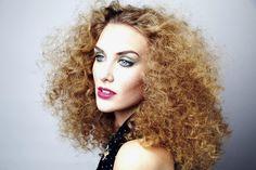 #zuzanaritchie #zuzanaritchiemakeup #makeup  #greeneyeshadow #greeneyeliner #pinklips #corckscrewcurls #hairbyleestafford