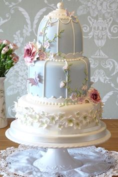Rachelles Beautiful Bespoke Cakes      A really beautiful 'bird cage' design. Bas relief effect creates dimension in a dainty cake.