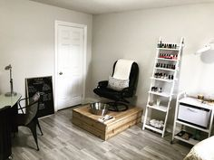 40 Ideas For Salon Pedicure Station Nail Bar Salon ideas Home Beauty Salon, Home Hair Salons, Beauty Salon Decor, Home Salon, Nail Salon Design, Nail Salon Decor, Salon Interior Design, Pedicure Salon Ideas, Pedicure Chair