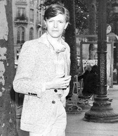 vezzipuss.tumblr.com — David Bowie, Paris, Circa 77