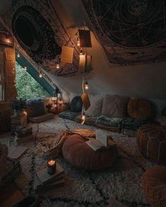 Bohemian Latest And Stylish Home decor Design And Life Style Ideas - Bohemian Home Hangout Room, Room Goals, Aesthetic Room Decor, Cozy Aesthetic, Autumn Aesthetic, Room Ideas Bedroom, Autumn Decor Bedroom, Cosy Bedroom Decor, Dark Cozy Bedroom