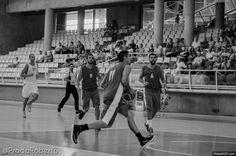 El último cuarto sirvió a #Lucentum para sumar una abultada victoria. Parcial de 30-13 con minutos para todos los jugadores convocados, y acciones de mérito como el mate del debutante Edu Guillén (11 puntos, 7 rebotes). #Alicante #basket #baloncesto #PretemporadaLucentum Alicante, Victoria, Wrestling, Sports, Debutante, Basketball, Cartagena, Room, Dots