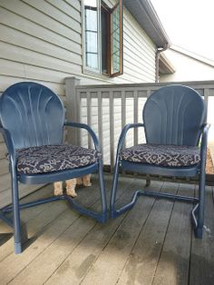 Two Free Vintage Metal Chairs + Three Cans Of Valspar Indigo Streamer Spray  Paint + Two $13 Chair Cushions From Loweu0027s U003d A Nice Place To Sit.