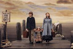Review Sinopsis Film A Series of Unfortunate Events, Kecerdikan Tiga Anak Yatim Piatu Menghadapi Penjahat Film A Series of Unfortunate Events merupakan sebuah film drama bergenre komedi gelap yang dirilis pada tahun 2004. Film ini diangkat dari seri buku b...  #aseriesofunfortunateevents #filmaseriesofunfortunateevents #lemonysnicket #reviewaseriesofunfortunateevents #reviewfilmaseriesofunfortunateevents Watch Netflix, Shows On Netflix, Movies And Tv Shows, Neil Patrick Harris, Jude Law, Jim Carrey, Netflix Original Series, Tv Series, Lemony Snicket