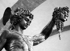 Teseo vence a Medusa Anchor Drawings, Dark Art Drawings, Black Ink Tattoos, Body Art Tattoos, Tatoos, Angel Sculpture, Sculpture Art, Perseus Und Medusa, Medusa Myth