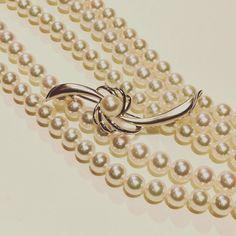 最近Akoya珍珠又再度风靡珠宝界其实 Akoya珍珠是属于海水珍珠的一个品种其孕育的母贝是马氏贝这种贝源于日本在日本称为Akoya实际上是日文的译音  #pearl #pearlywhites #pearls #accessories #ginza #necklace #necklaces #jewelry #jewellery #jeweller #jewelleryforwomen #jewelleryaddict #jewelrygram #jewellerydesigner #jewelryforsale #jewelleryforsale