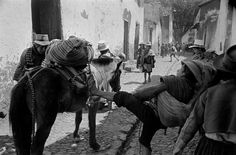 Village of Pisac. Market day by Werner Bischof War Photography, Photography Contests, Street Photography, Magnum Photos, Classic Photographers, Eugene Smith, Weegee, Eugene Atget, Brassai