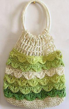 Fuente: http://www.dollsofindia.com/product/bags/off-white-light-green-and-dark-green-crochet-bag-thread-FI55.html