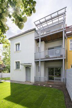 archiweb.cz - Baugruppe Studios, Garage Doors, Mansions, House Styles, Outdoor Decor, Garden Ideas, Home Decor, Decoration Home, Manor Houses