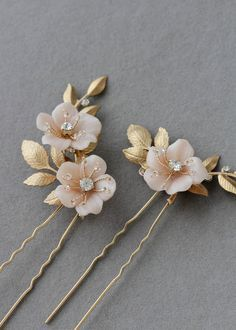 COCO : We are loving these blush floral hair pins featuring soft golden tones. The Coco pins are the perfect floral accents when a subtle feminine touch is all you need to finish tousled hair. Wedding Hair Accessories, Wedding Jewelry, Jewelry Accessories, Flower Hair Accessories, Hair Accessories For Women, Tousled Hair, Headpiece Wedding, Wedding Veils, Bridal Hair Pins