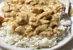 Poulet stroganoff Weight Watchers, recette d'un bon petit plat complet et léger au poulet crémeux avec une sauce onctueuse accompagné de champignons.