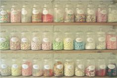 Candy Jars colorful candy sweets yummy jars pastel old fashion Pastel Candy, Colorful Candy, Candy Colors, Bonbons Pastel, Bar A Bonbon, Old Fashioned Candy, Cupcake Shops, Cupcake Bakery, Cupcake Toppings
