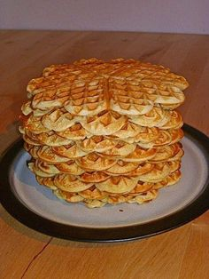 World's best buttermilk waffles - Waffeln - Healty Dessert Easy Baking Recipes, Vegetarian Recipes Easy, Easy Cake Recipes, Easy Desserts, Dessert Recipes, Waffle Recipes, Casserole Recipes, Asian Recipes, Beef Recipes