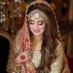 Love the border of the dupatta Pakistani Bridal Makeup, Pakistani Wedding Outfits, Bridal Outfits, Indian Bridal, Bridal Makeup Looks, Bridal Beauty, Bridal Looks, Bridal Hair, Asian Wedding Dress