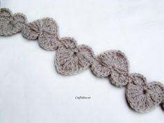 String Of Hearts, free pattern that would make cute trim   . . . .   ღTrish W ~ http://www.pinterest.com/trishw/  . . . .  #crochet #edging #applique