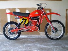 1979 Honda Elsinore one twist of the throttle and this beautiful machine just threw me on my back.man what an awesome beast! Mx Bikes, Motocross Bikes, Sport Bikes, Cool Bikes, Enduro Vintage, Vintage Motocross, Vintage Bikes, Classic Honda Motorcycles, Racing Motorcycles
