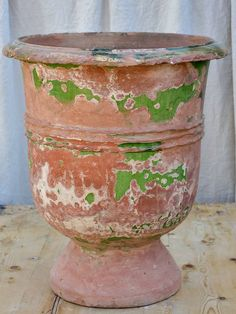 France's best collection of antique garden urns. Buy exquisite french outdoor planters online with delivery to USA in 10 days. Urn Planters, Outdoor Planters, Garden Urns, Pottery Designs, French Furniture, Decoration, Garden Inspiration, Terracotta, 19th Century