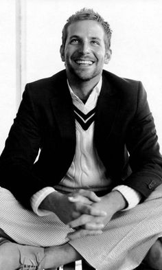 I'm not gonna lie this man is gorgeous! Bradley Cooper has become a new favorite for me!