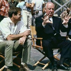 """Alfred Hitchcock y Rod Taylor durante el rodaje de """"Los Pájaros"""" (The Birds), 1963"""