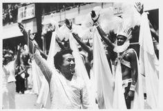 21-joasinho30-beijaflor-83 O carnavalesco Joãosinho Trinta comanda a Beija-Flor de Nilópolis, em 1983 (Foto: Pedro Martinelli)