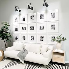 Gallery Wall Frames, Frames On Wall, Ikea Gallery Wall, Home Living Room, Living Room Decor, Living Soaces, Living Room Gallery Wall, Kitchen Living, Wall Behind Couch