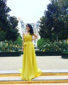 Atelier BOBAR JAN 2, 2018 #happynewyear MELLOW dress <3 rochia noastra din colectia #atelierbobar #vara 2018 - rochia lunga, ampla din organza de #matase naturala cu corset integrat si drapaj in forma de nod, accesorizata cu o centura @florinajosephina #josephinejewelry #josephine #crystalwaistband #mellowdress #yellowdress #gown #sochic #sogood #soyellow #eveningwear #bobar #wearingadress #loversofsilk #silkorganza #yellowsilk (at Ritz Paris)