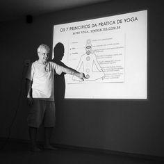 O meu sábado se resumiu em: yoga  Depois de quase 2 horas de Vinyasa com um Savasana maravilhoso tivemos uma palestra sobre os 7 princípios da prática de Yoga. Gratidão Coaracy por me abraçar na família Blyss Yoga