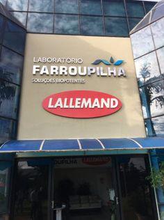 Suite à l'annonce faite en janvier 2016, nous sommes heureux de présenter la nouvelle enseigne Lallemand devant les bureaux de Laboratorio Farroupilha au Brésil
