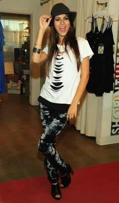 Victoria justice outfit