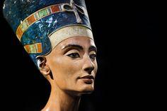 Mysterium. Gemmer mumiet af dronning Nefertiti sig bag drengekongens Tutankhamons gravkammer. Det skal infrarødt lys afsløre. - Foto: Michael Sohn, pool/AP