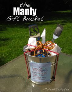 DIY Anniversary gifts for him. I love the bucket idea only for my husband I would put a bottle or two of his fave liquor, tool kit he wants, movies he wants, beef jerky and his fave candies. Homemade Gift Baskets, Diy Gift Baskets, Raffle Baskets, Unique Gift Basket Ideas, Homemade Gifts For Men, Fundraiser Baskets, Basket Gift, Creative Gifts, Cool Gifts
