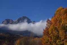 Nubes bajas sobre la Peña Telera (2762 metros)