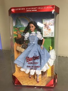 Barbie Dorothy Wizard of Oz Hollywood Legends Collection 1995 NEW Barbie 90s, Barbie Dolls For Sale, Barbie And Ken, Vintage Barbie, Vintage Toys, Dorothy Wizard Of Oz, Wizard Of Oz Toys, Best Dressed Man, Valley Of The Dolls