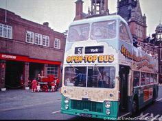 .... autobus a 2 piani aperto, per giro turistico della città.....York (GB) - 14-lug-1985 - © Umberto Garbagnati -